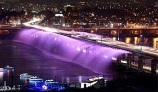 月光廣場彩虹噴泉